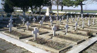 "Мемориален комплекс ""Военна гробница"""