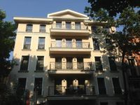 Хотел Famous House